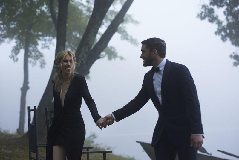 Зоша Мамет и Евън Джонгкийт Актрисата от сериала Girls и любимият й Евън се венчаха на много не традиционна церемония в началото на октомври. За място двойката избра мистичното Cedar Lakes Estate, а булката бе в черно!