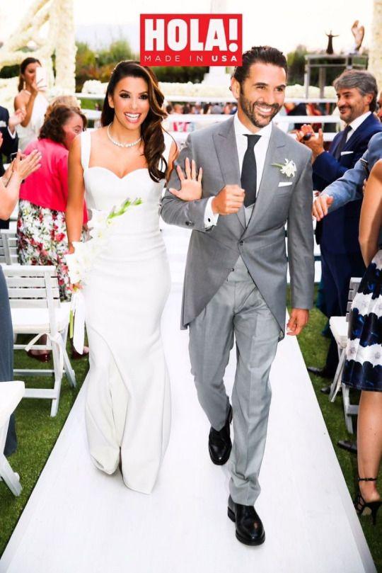 Ева Лонгория и Хосе Антонио Бастон Актрисата и ТВ магнатът вдигнаха луксозна сватба на 21 май, като поканиха гостите си в Мексико. Ева и Хосе се сгодиха през декември миналата година, като Бастон предложи на актрисата в екзотичния Дубай.