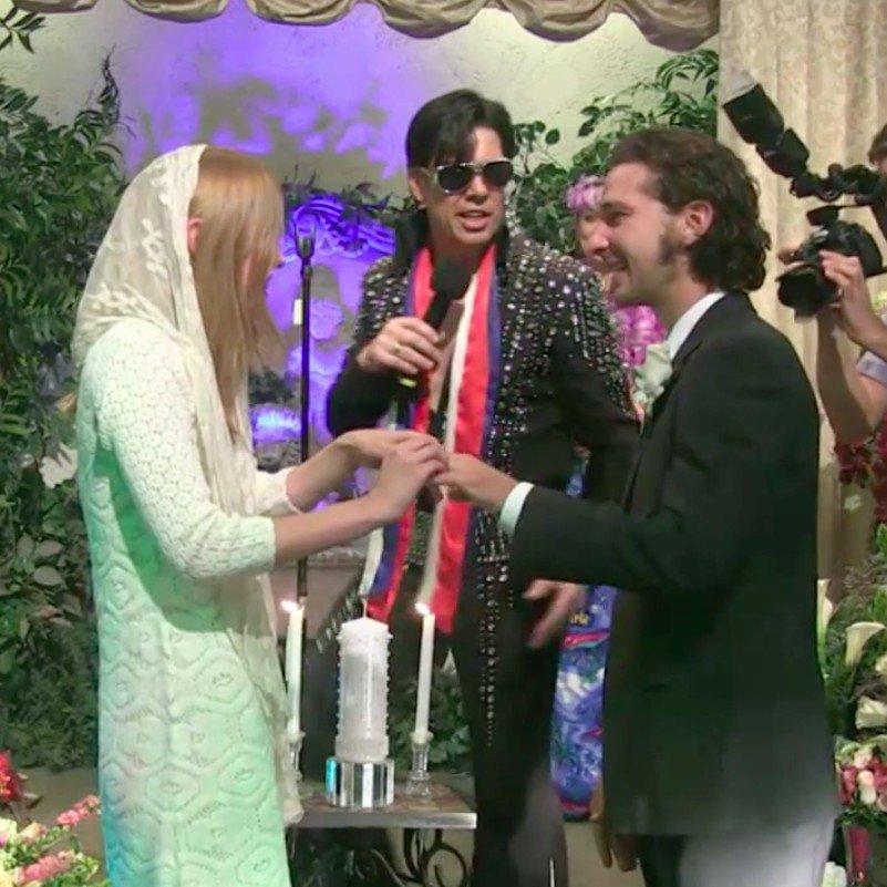 Шая Лебъф и Мия Гот Ексцентричният актьор и любимата му са си разменили обети пред псевдо Елвис Пресли в Лас Вегас на 10 октомври. Мнозина обаче твърдят, че всъщност това не е била истина сватба, а по-скоро церемония по даване на обети, тъй като на Шая и Мия не им е издаден официален документ за брак.