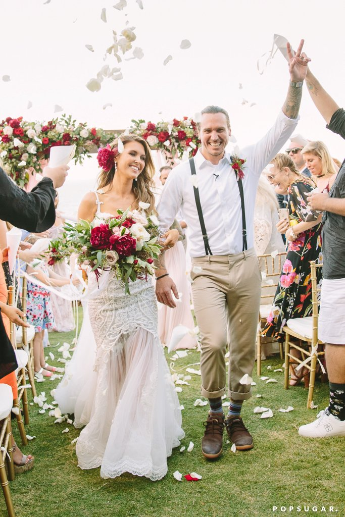 Одрина Патридж и Кори Боан Риалити звездата и любимият й вдигнаха приказна сватба в Хаваи в началото на ноември тази година. Одрина и Кори се венчаха пред очите на стотина гости, а булката бе заложила на рокля дело на Pallas Couture.
