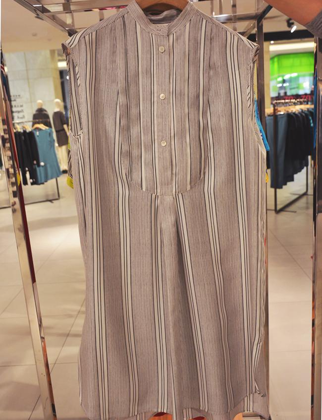 Риза рокля Paul Smith, MDL Shop, стара цена: 1290 лв.; нова цена: 387 лв. Великолепна находка от висок клас лейбъл, която пада нежно и фриволно за съвършен силует и безкрайни възможности за съчетаване.