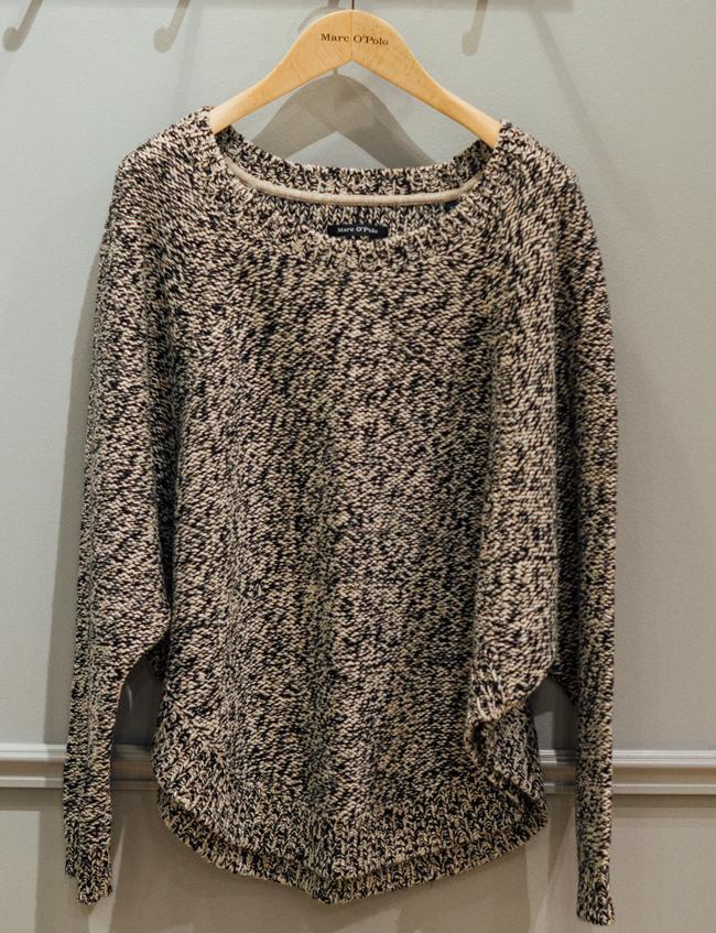 Оувърсайз пуловер MarcO Polo, стара цена: 399.95 лв, нова цена: 199.95 лв. Тежък, свръхобемен, качествен, красив и вероятно вечен пуловер. Чудесна инвестиция за сезони напред.