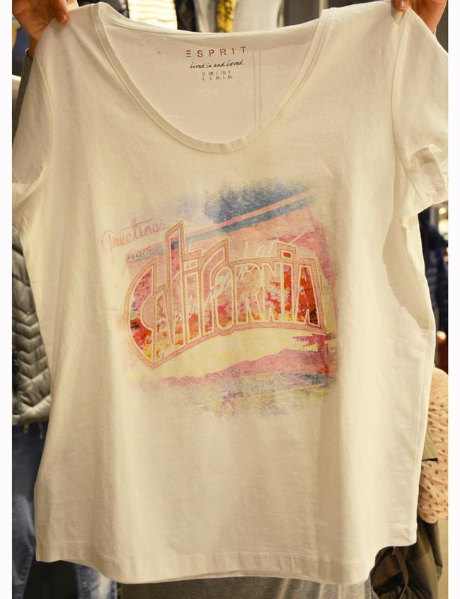 Тениска Esprit,стара цена: 29 лв; нова цена: 19 лева. Секси мотив върху чисто бяла основа - идеалната тишъртка за свежи фешън комбинации.