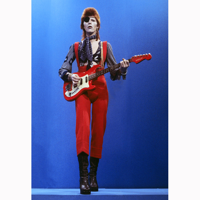 1973 г.  Като Зиги Стардъст (Ziggy Stardust), един от сценичните персонажи на Бауи.