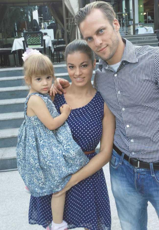 Футболистът Ваня Джаферович и съпругата му Евгения, която може би помниш от