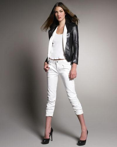 Новата дължина На висок ток или на висока платформа, скъсените джинси изискват високи обувки. Комбинирай ги с елек или блейзър без ръкави и тънък колан, за да подчертаеш талията и да издължиш силуета си.