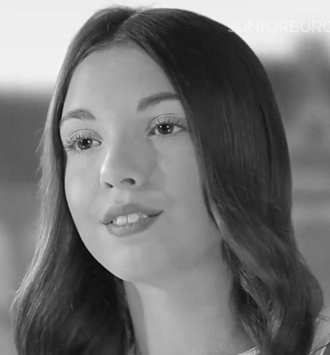 """Габриела Йорданова  Малката красавица представи България на Евровизия с """"Цветът на надеждата"""". Направи го красиво и с любов, затова сме сигурни, че я чакат още големи музикални, и лични успехи, вярваме в това."""