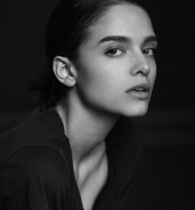 Ваня Билева  Красивото лице от телевизионните реклами, моделът от Ivet Fashion, с големи топли очи и фини черти, със завидна кариера не само у нас, но и по целия свят. Освен че е много хубава, тя е още скромна, мила и много упорита. Желаем й още много успехи!