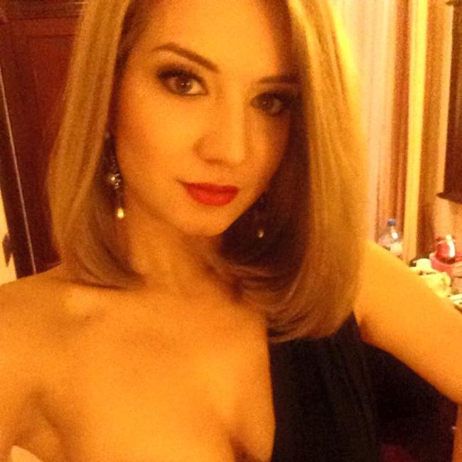 Йоана Драгнева се довери на родното Черноморие за доброто си настроение. Тя се включи в празненствата по посрещането на Новата година на един от най-тузарските комплекси в курорта Св. св. Константин и Елена.