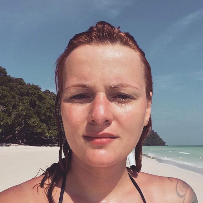 За Рут Колева Новата година започна слънчево, пясъчно и много далечно. Тя избра да посрещне 2015-та в Тайланд и ни накара леко да й завидим за Рая, в който беше попаднала.