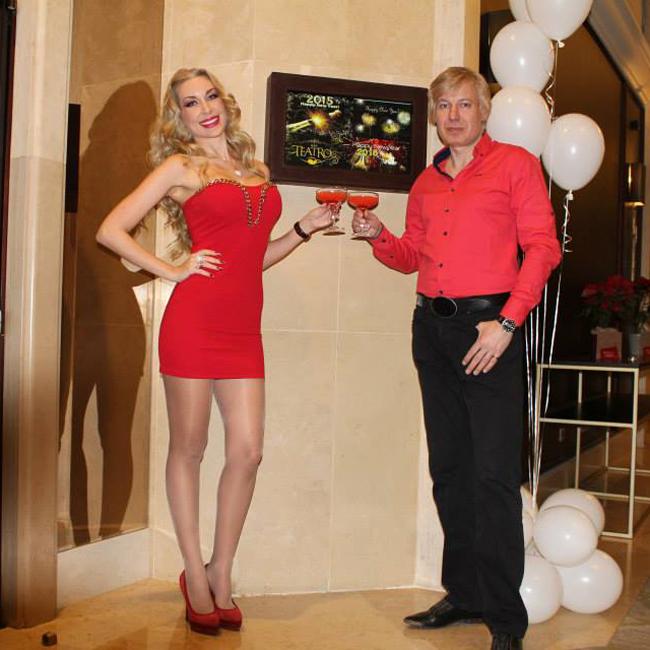 Антония Петрова и Александър Бередин, съпрузите, които имат най-много венчавки сред родните звездни двойки, избраха да празнуват не самички вкъщи, а в скъпарско заведение в столицата, като и двамата бяха заложили на червения цвят за тоалетите си.