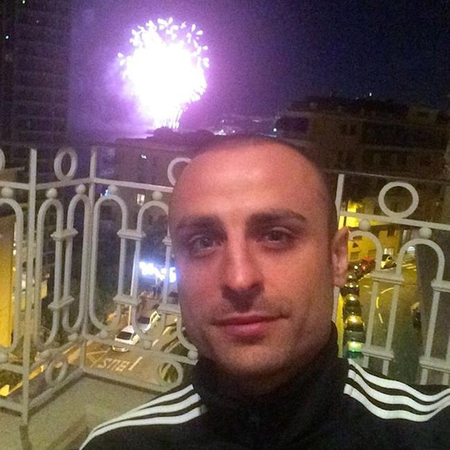 Димитър Бербатов отпразнува със заря посрещането на Новата 2015 година. Голмайсторът на Монако не забрави почитателите си и след наздравицата в новогодишната нощ отправи своето послание към тях: