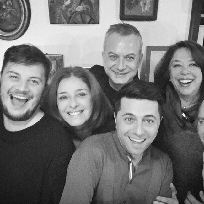 Разбира се, че Катето Евро се беше доверила на шумна компания за посрещането на Новата година. Тя събра любимите приятели вкъщата си в софийското село Кокаляне.