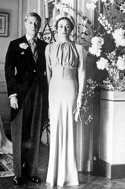 Престолонаследникът на Англия Едуард VIII се венчава за Уолис Симпсън на 3 юни, 1937 година.