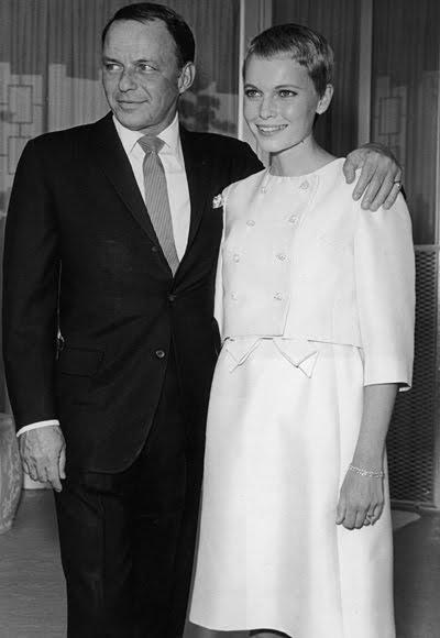 Франк Синатра с още една красива булка - Миа Фароу, 1964 година.