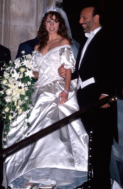 Марая Кери в пищна сатенена рокля за сватбата си с Томи Мотола, 1993 година.