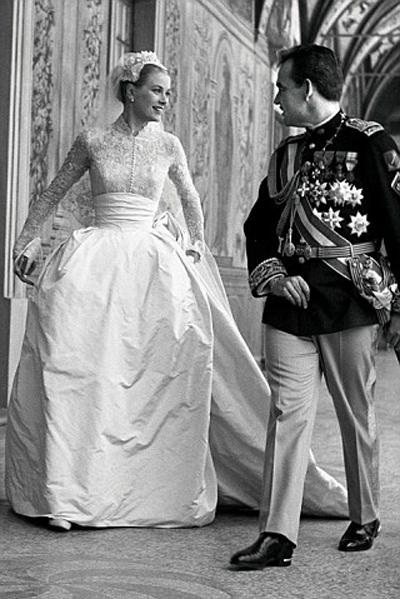 Красивата легенда Грейс Кели сключва брак с Принца на Монако - Рение III, 1956 година.