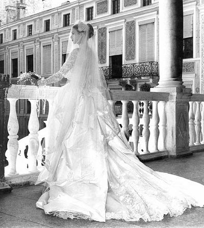 Красивата дантелена рокля на Грейс Кели е вдъхновение на знаменитостите и до днес.