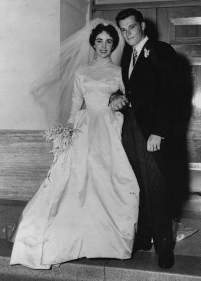 Актрисата с теменужените очи Елизабет Тейлър сключва първия си брак с хотелския магнат Ники Хилтън през 1950 година.