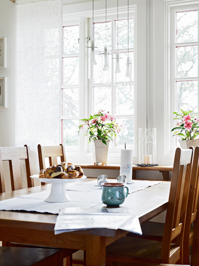 Стабилна маса за стабилна семейна закуска, възможна само в неделя.Започваме уверено така несигурния последен ден от седмицата. Freunde von Freunden