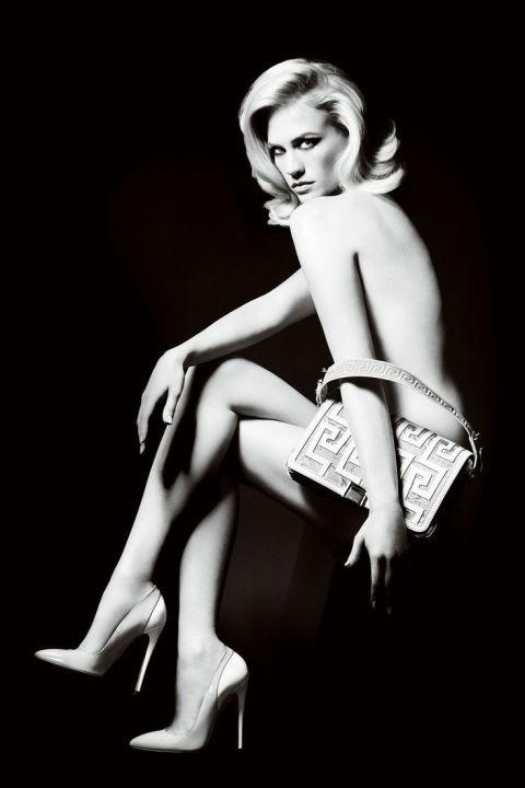 Дженюъри Джоунс За Versace през 2011-та година