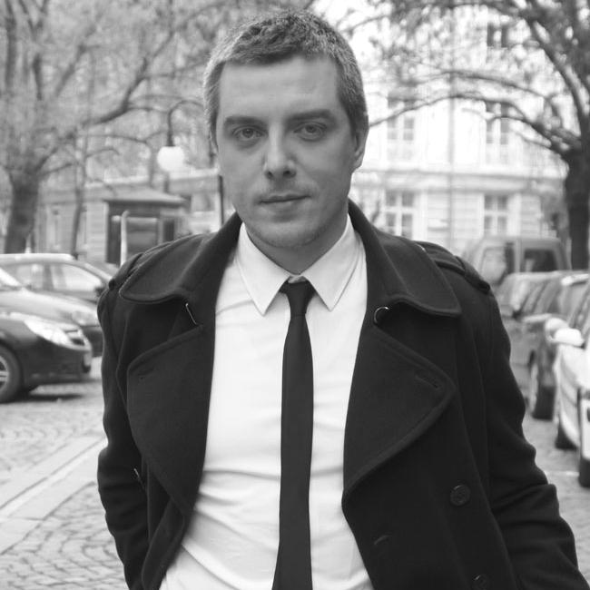 """Даниел НенчевВодещият на """"Денят започва с култура"""" по БНТ също намира място в списъка ни с красиви хора. Той е млад, небрежно елегантен, ерудиран и влюбен"""