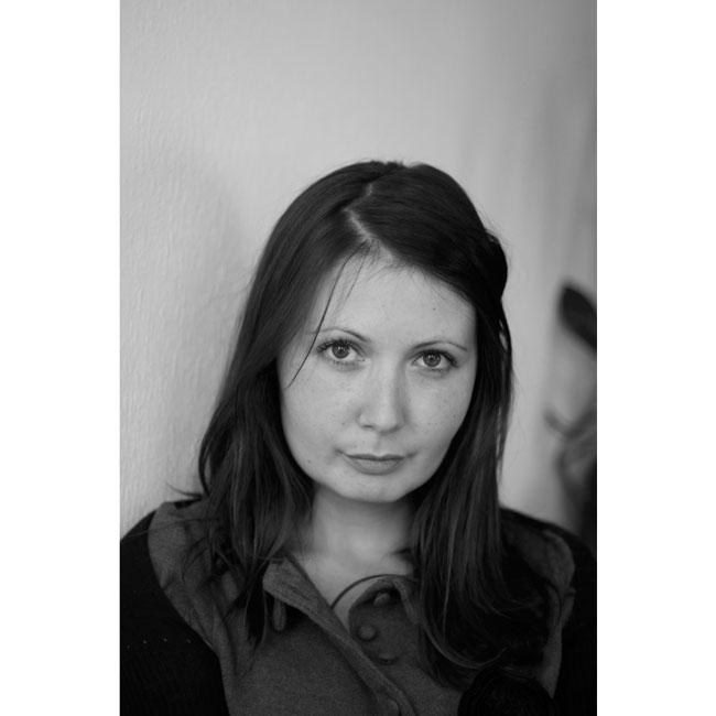 Яна Бюрер Тавание Тя е млада и неуморима, журналист и активист. Интересува се от човешките права, изследва положението на хората с умствени увреждания на Балканите и се грижи за кампаниите на Български хелзинкски комитет. Освен физически красива, тя притежава и тази по-особена, вътрешна красота и неуморимо чувство за справедливост, което личи във всичките и публикации.