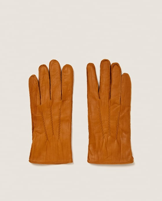 Ръкавици Zara Топлият кемъл цвят и декоративните шевове правят кожените ръкавици незаменими за настоящия сезон. 50 лв.