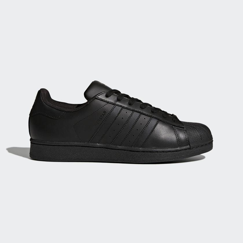 Adidas Superstar Foundation кецове Още един класически модел, който би се вписал прекрасно във всеки един мъжки гардероб. 165 лв. в магазините на Adidas в страната