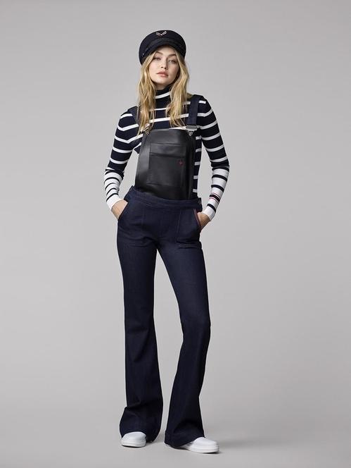 """Джиджи Хадид Определят я за Модното чудо. Освен че е муза на много световни дизайнери, Джиджи показва завидни умения, усет и талант в разработването на собствени колекции. През 2016г. прави дебюта си с колаборацията """"ТommyXGigi"""". Съвместната колекция включва дамски спортни облекла, обувки и аксесоари, слънчеви очила, часовници и аромата THE GIRL. Поставен е ярък акцент върху класическата червена, синя и бяла цветна палитра на етикета. Следва лимитирана колекция спортни обувки за Стюарт Уайзман, носещи нейното име. Добрата новина е, че предстоят още две колаборации с Томи Хилфигер, които очакваме с нетърпение."""