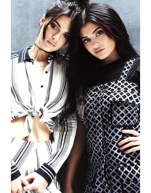 """Кендъл и Кайли Дженър След няколкото си сътрудничества с PacSun, Topshop и Forever New, по-малките сестри от клана Kardashian стартираха свой собствен лейбъл. За първата си колекция Kendall + Kylie пролет/лято 2016 г. представиха дрехи, обувки и аксесоари. Наскоро Кендъл Дженър обяви вълнуващо партньорство с """"Адидас"""". Дали сестрите ще последват стъпките на своя зет Кание Уест?"""