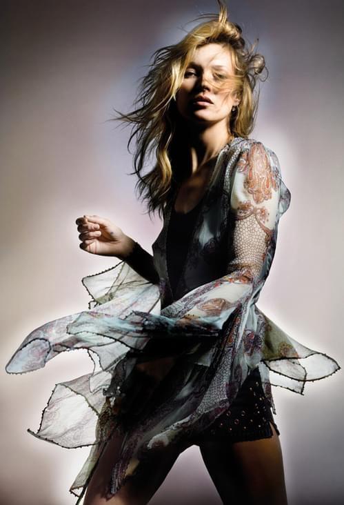 Кейт Мос С всичко, на което постави името си, Кейт Мос завладява света. С колекцията си рок vs. бохо за Topshop, с модната линия Longchamp с акцент практична елегантност и разбира се с едноименните си аромати, Кейт определено показва вкус, стил и класа.