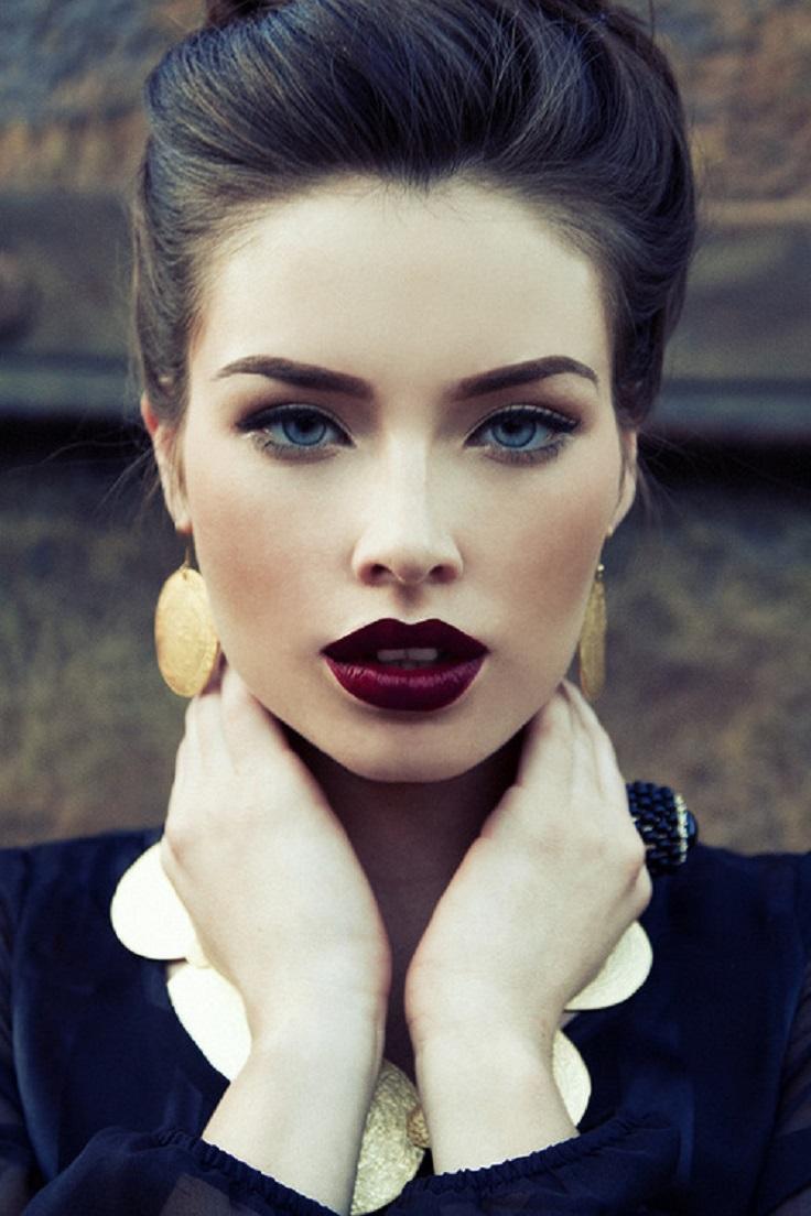Винаги можете да заложите на кристалните си очи и плътните с устни, подчертани в червено.