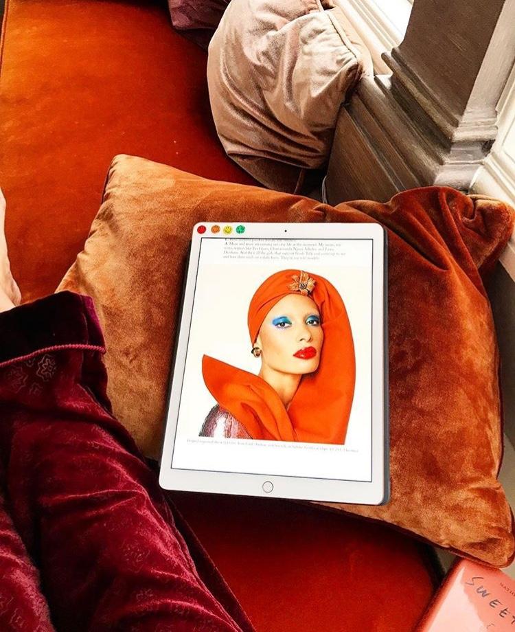 Корицата на декемврийския брой на британския Vogue е навсякъде!