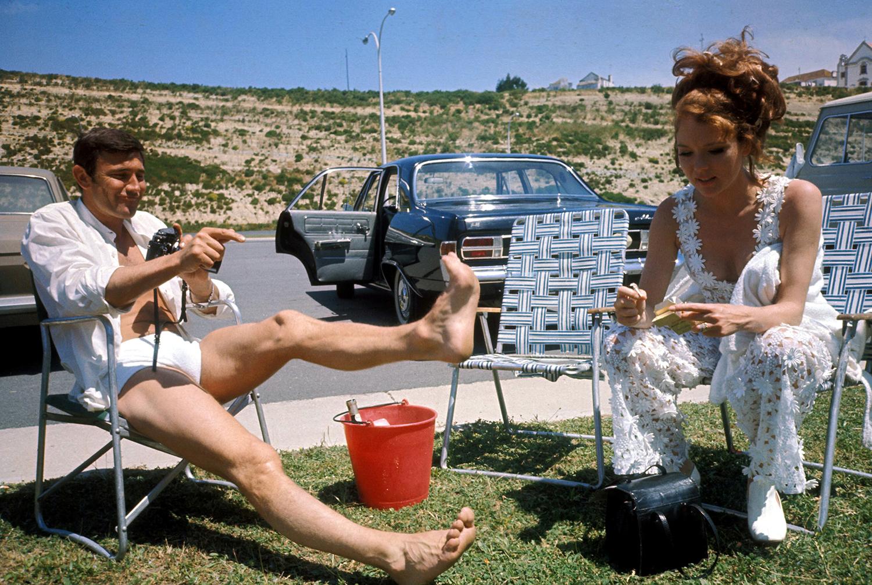 Даяна Риг и Джордж Лейзънби на снимачната площадка на Тайната служба на нейно величество, 1969 година