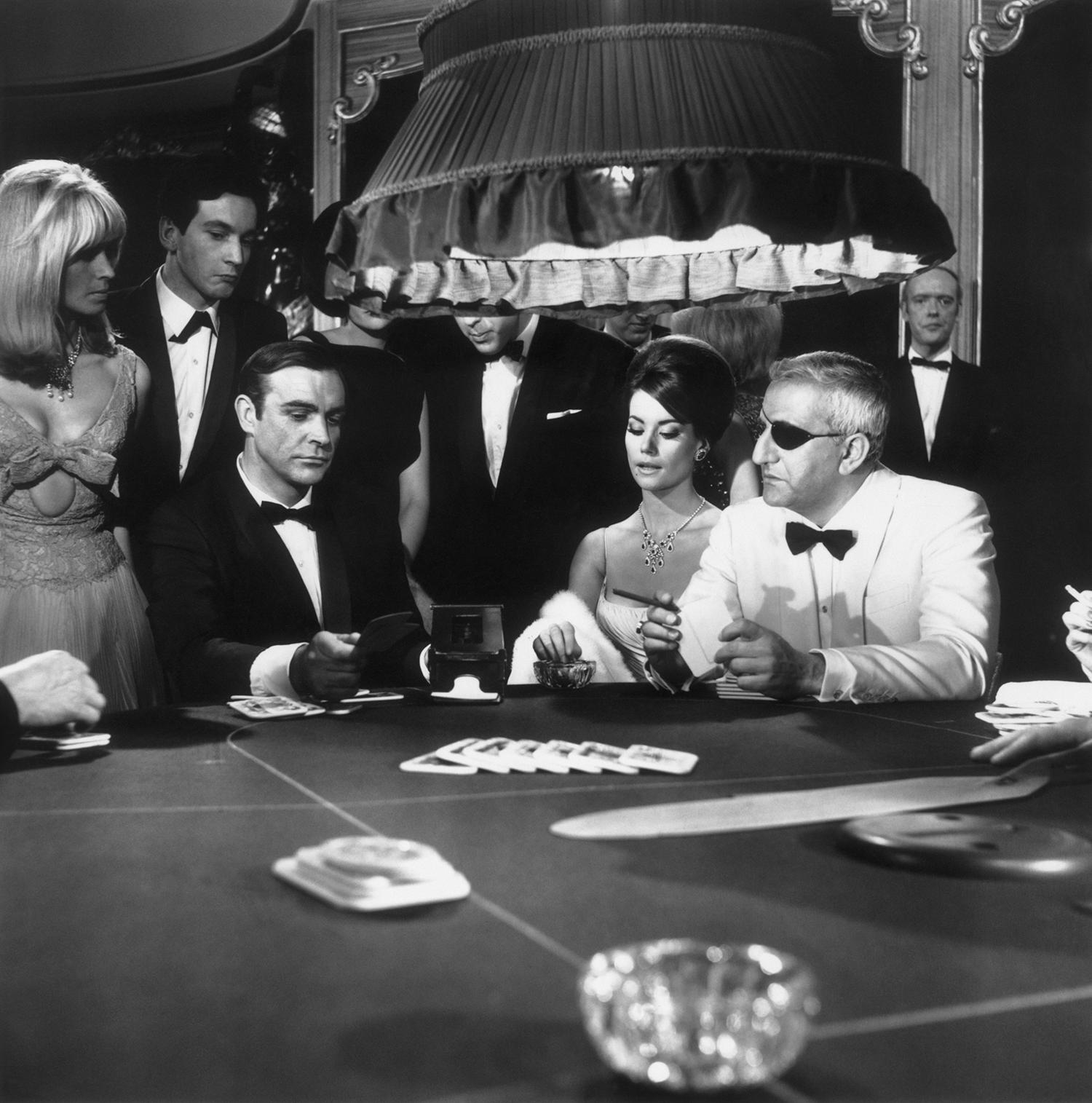 """Сцена от филма """"Thunderball"""" с Шон Конъри, Клаудин Оже и Адолфо Чели."""