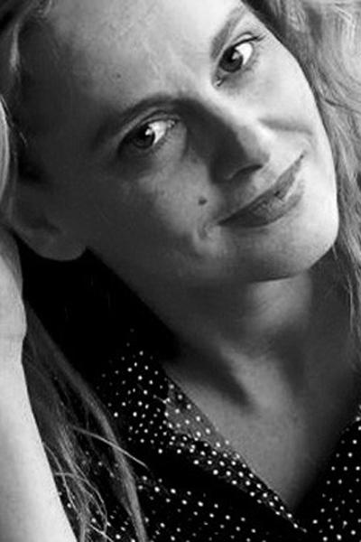 """Параскева Джукелова  Ролята, с която се прочу,е Лили в """"Сезонът на канарчетата"""".Сега прави поредна великолепна игра в сериала """"Къде е Маги?"""" и признава, че обича да влиза в роли на интригантка."""