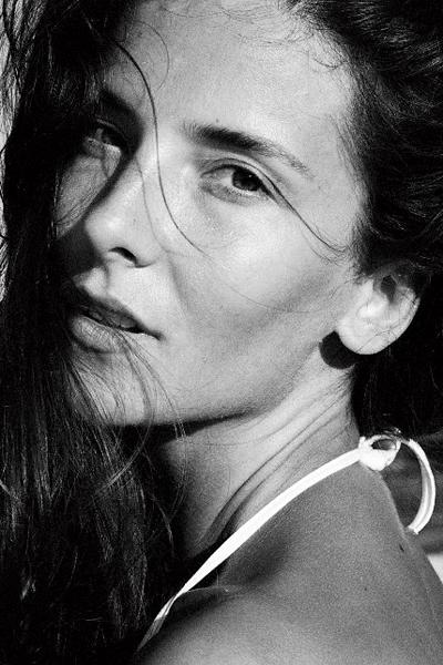 """Станимира Колева Покорява дефилетата в Париж, Ню Йорк и Милано, а най- големият връх в кариерата й на модел е, когато става рекламно лице на Azzaro.Мъжкото момиче гледахме всериала по БТВ """"Стъклен дом"""", където целувката й с големияСтефан Данаилов я изстрелва сред любимите красавици в българскотокино."""