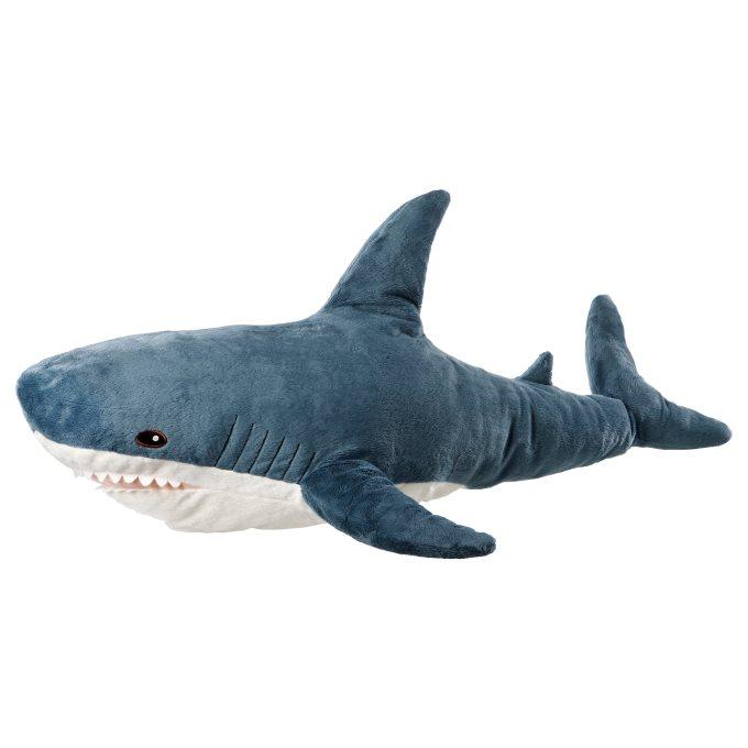 Плюшена играчка, акула от ИКЕА Нека привидно малките и размери не ви заблуждават. Акулата е на височина цели 23 сантиметра и широчина: 58 см. Цена: 29,90 лв.
