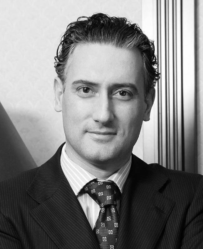 Кирил ДомусчиевБългарският предприемач и бизнесмен е собственик на ПФК Лудогорец. Достатъчно ли е като причина, или да поговорим и за красивото му лице.