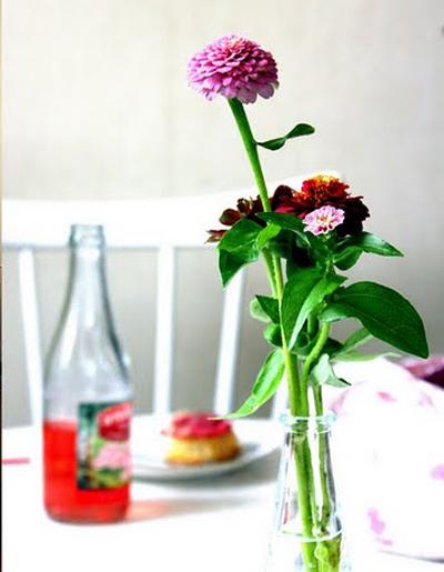 Не е задължителнода имаме рожден ден, за да сложим цветя до закуската си. Поводът е, че в неделя най-после имаме време за себе си. La maison dAnna G