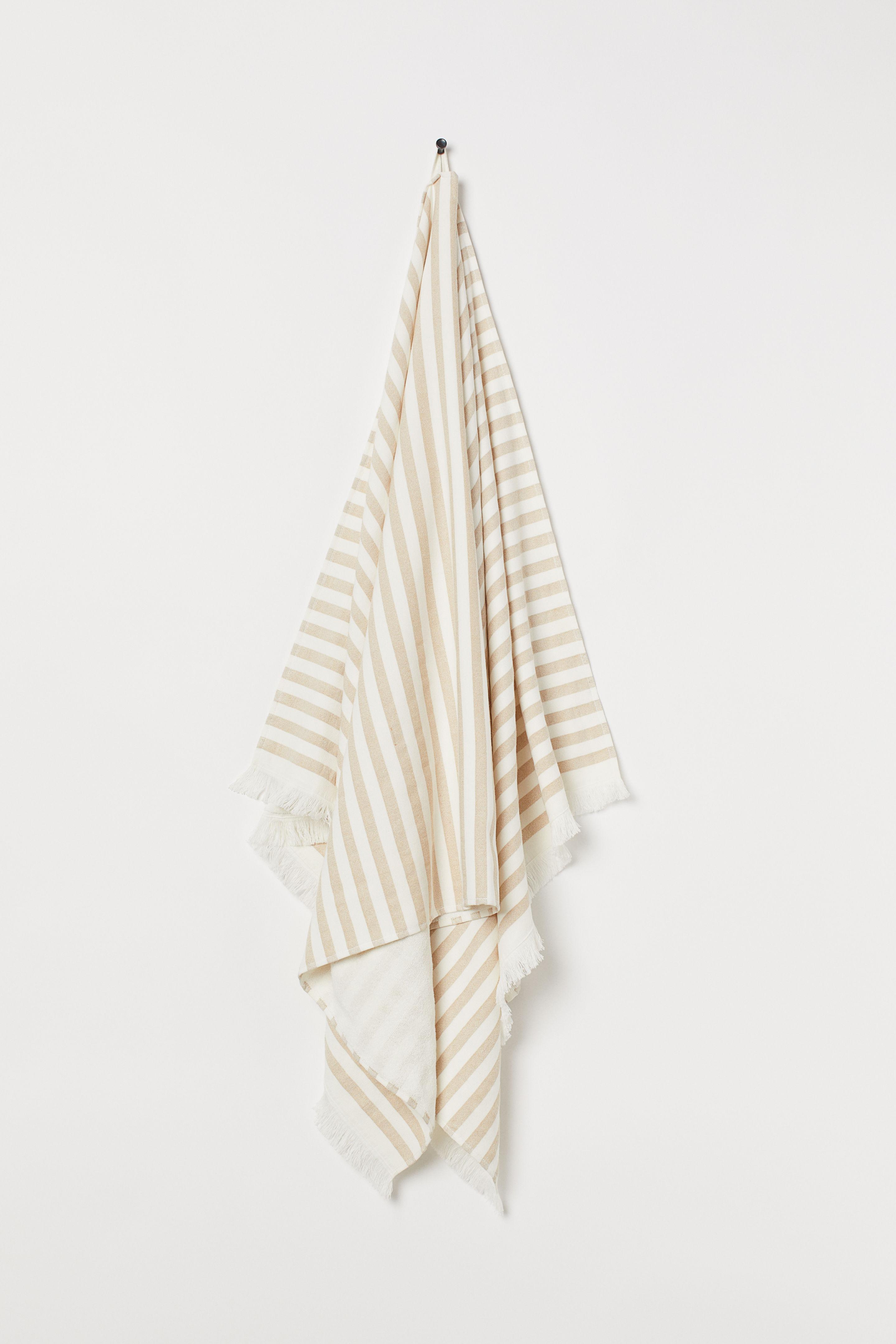 Плажна кърпа от тъкана раирана материя и памучна задна част H&M, 24,99лв.