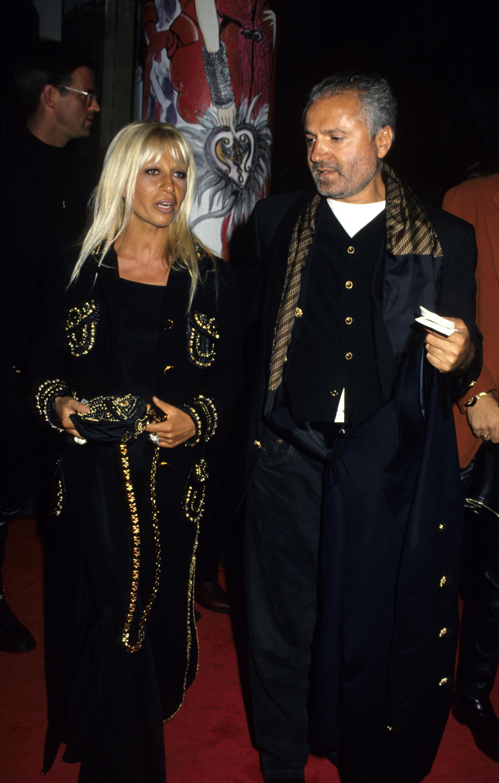 1992 година Семейство Версаче на откриването на изложбата Versace Signatures по повод 15-тата годишнина на къщата на световната модна сцена.
