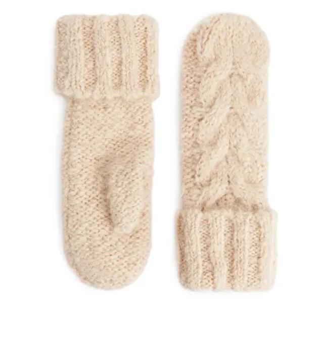 Ръкавици Arket от 70лв. на 35лв.