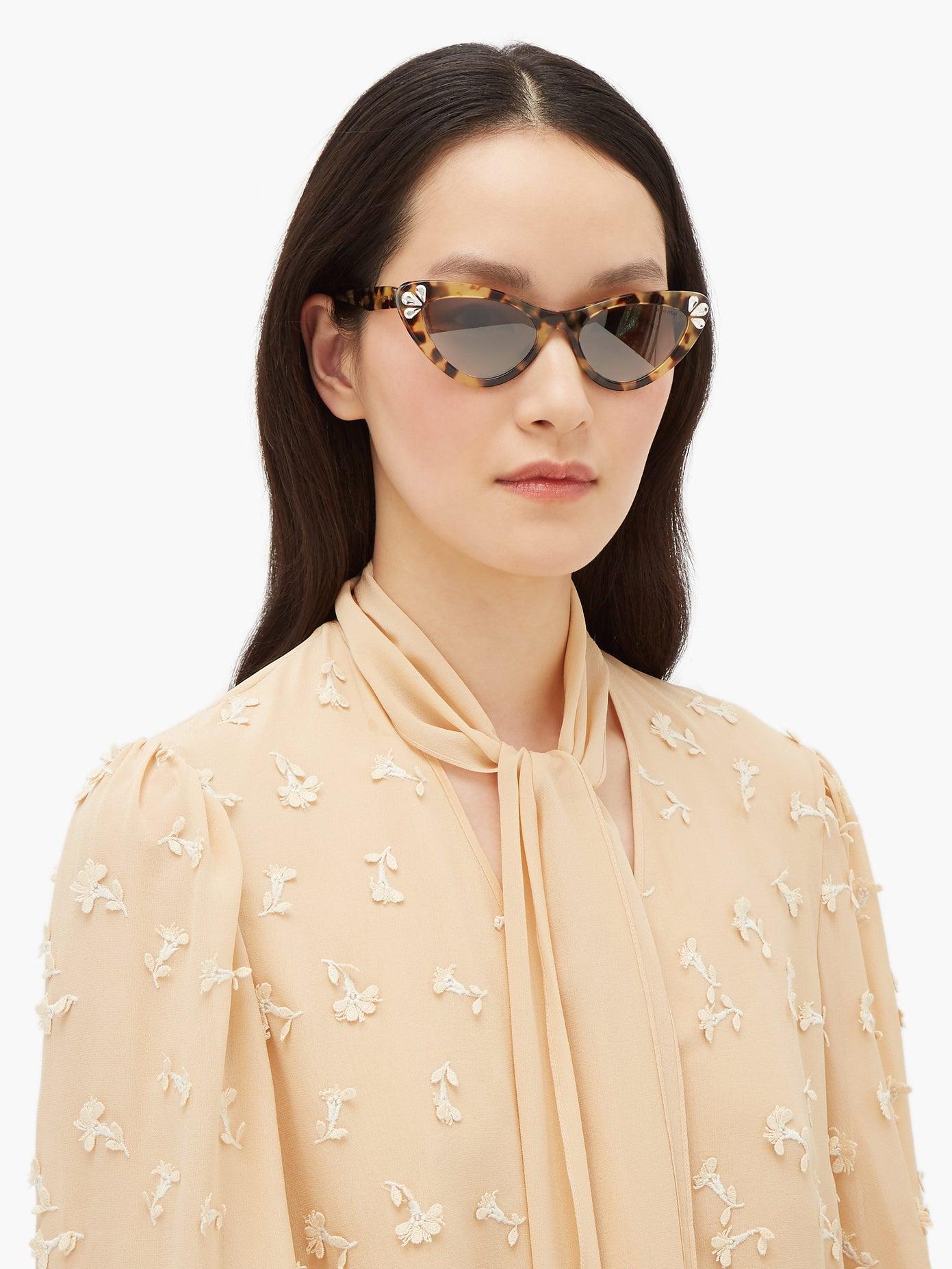 Слънчеви очила Miu Miu от 607 на 425 лв.