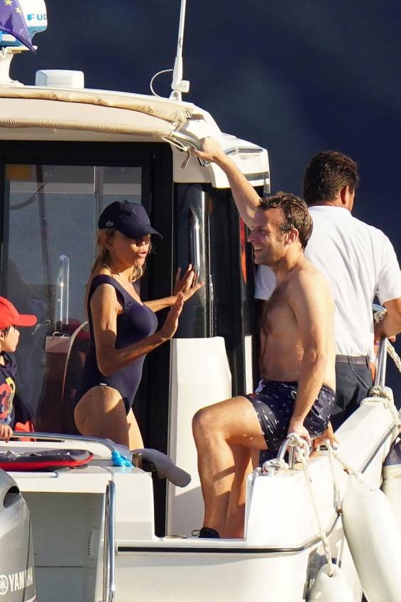 Ваканцията на известните: на Лазурния бряг с френския президент и съпругата му