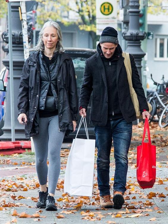Обичта на известните: Киану Рийвс и Александра на шопинг в Берлин