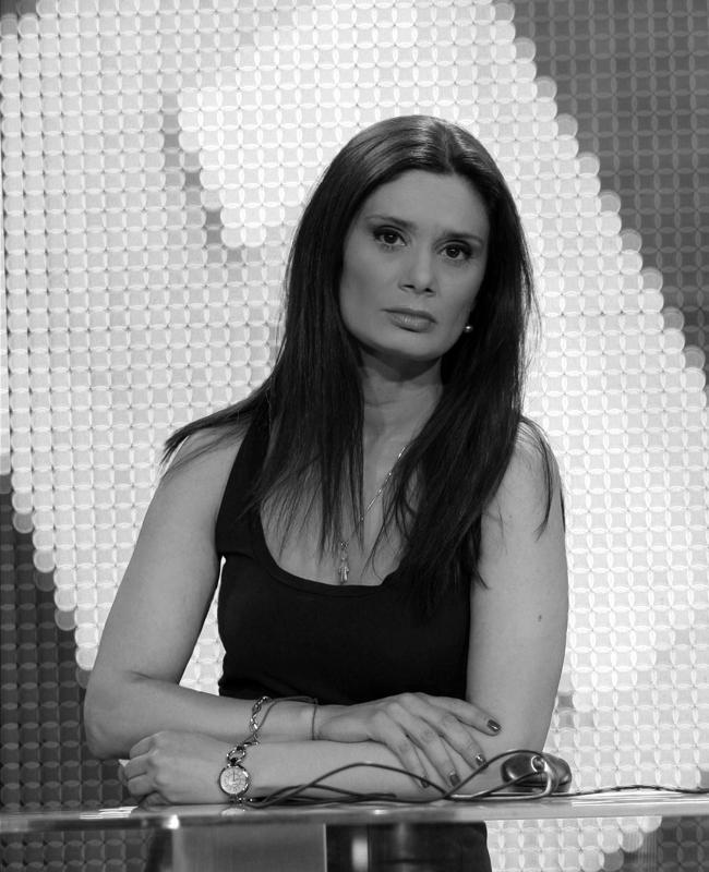 Добрина ЧешмеджиеваЗа втори път в класацията ни поради същите причини - сериозен журналист, силен в диалога, с изключително елегантно присъствие на екран. Чудесен стил, великолепни професионални качества. Естетика в чист вид.