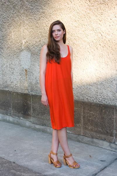 Точно това оранжевос точно такива бежови сандали!(Stil in Berlin)
