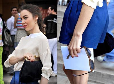 Прекрасно синьо, като да потънеш в него. Комнинирано с блуза в телесен цвят, черна чанта и златни бижута. Разкош!(Easy Fashion)